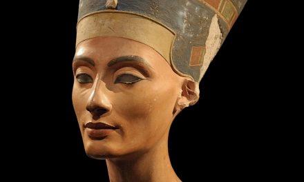 Le buste de Nefertiti par Thoutmes