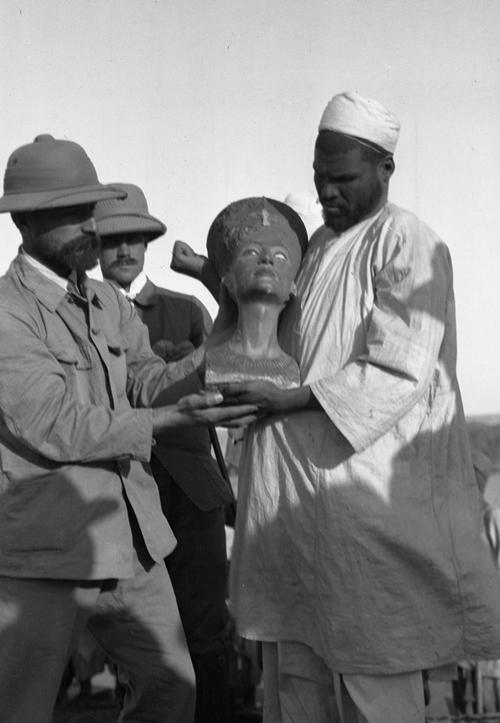 Découverte du buste de Nefertiti en 1912